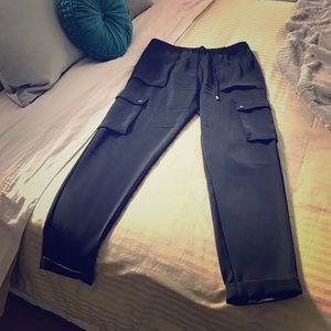 H&M Cropped Black Pants with Pocket Detail